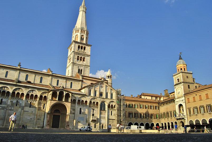 La_Piazza_Grande_di_Modena.jpeg