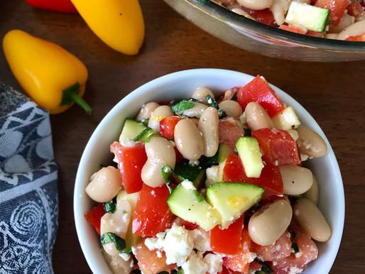 Salade de haricots blancs et légumes d'été