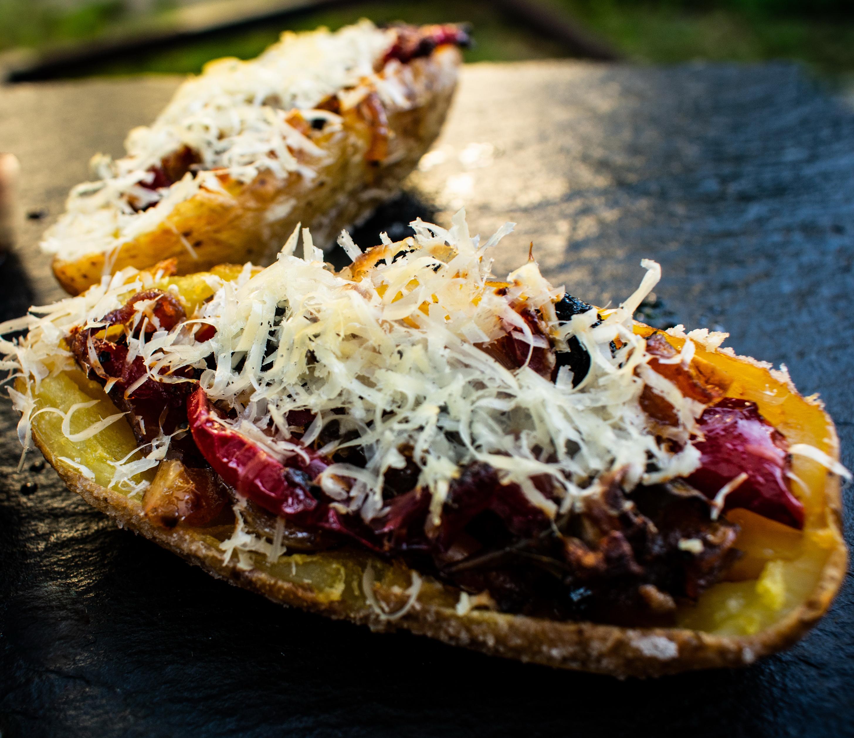 Mit Gemüse gefüllte Kartoffelhäute