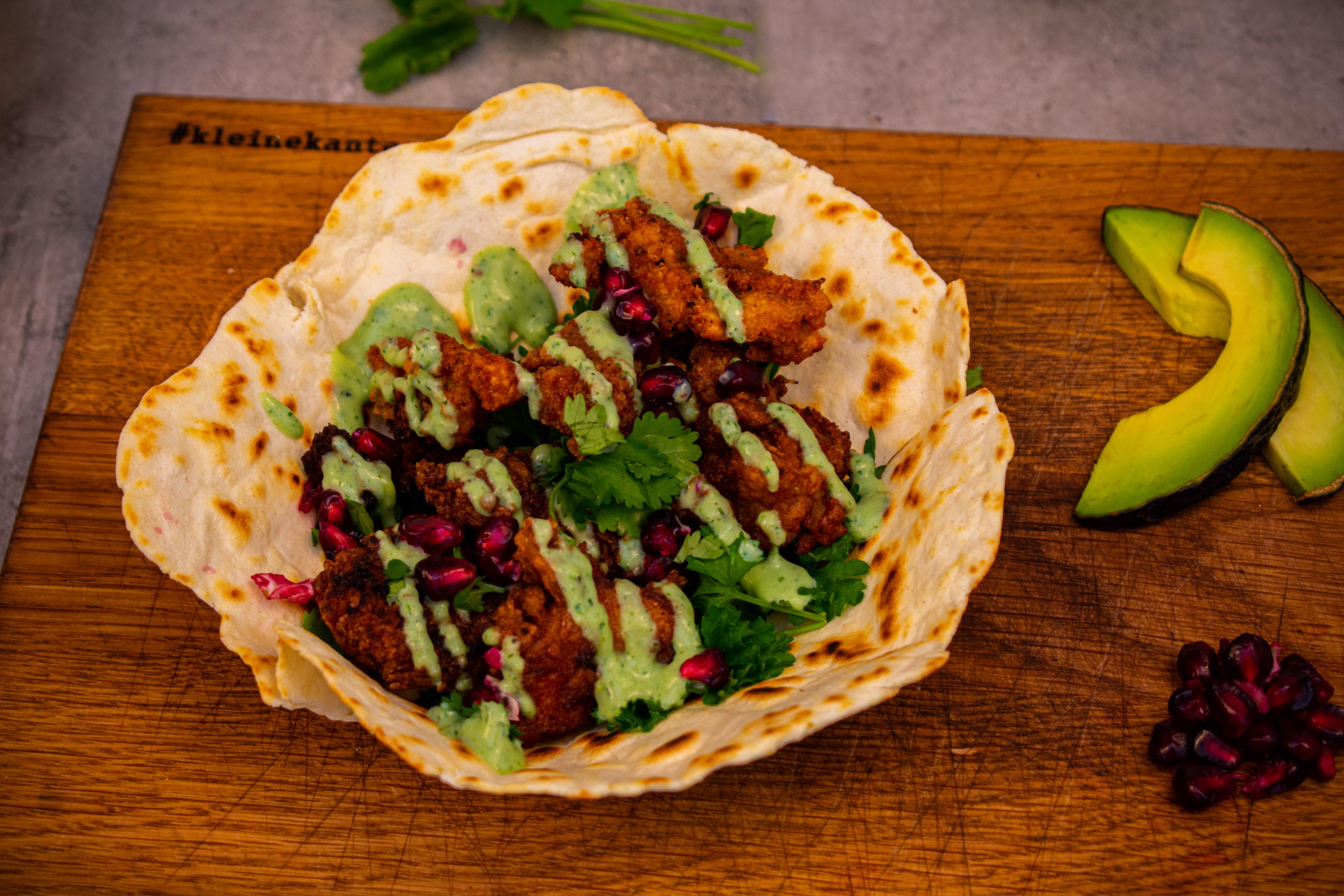 Knusprige Hähnchen Tacos mit Avocado
