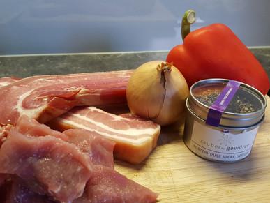 Schweinespieße mit Paprika und Zwiebeln
