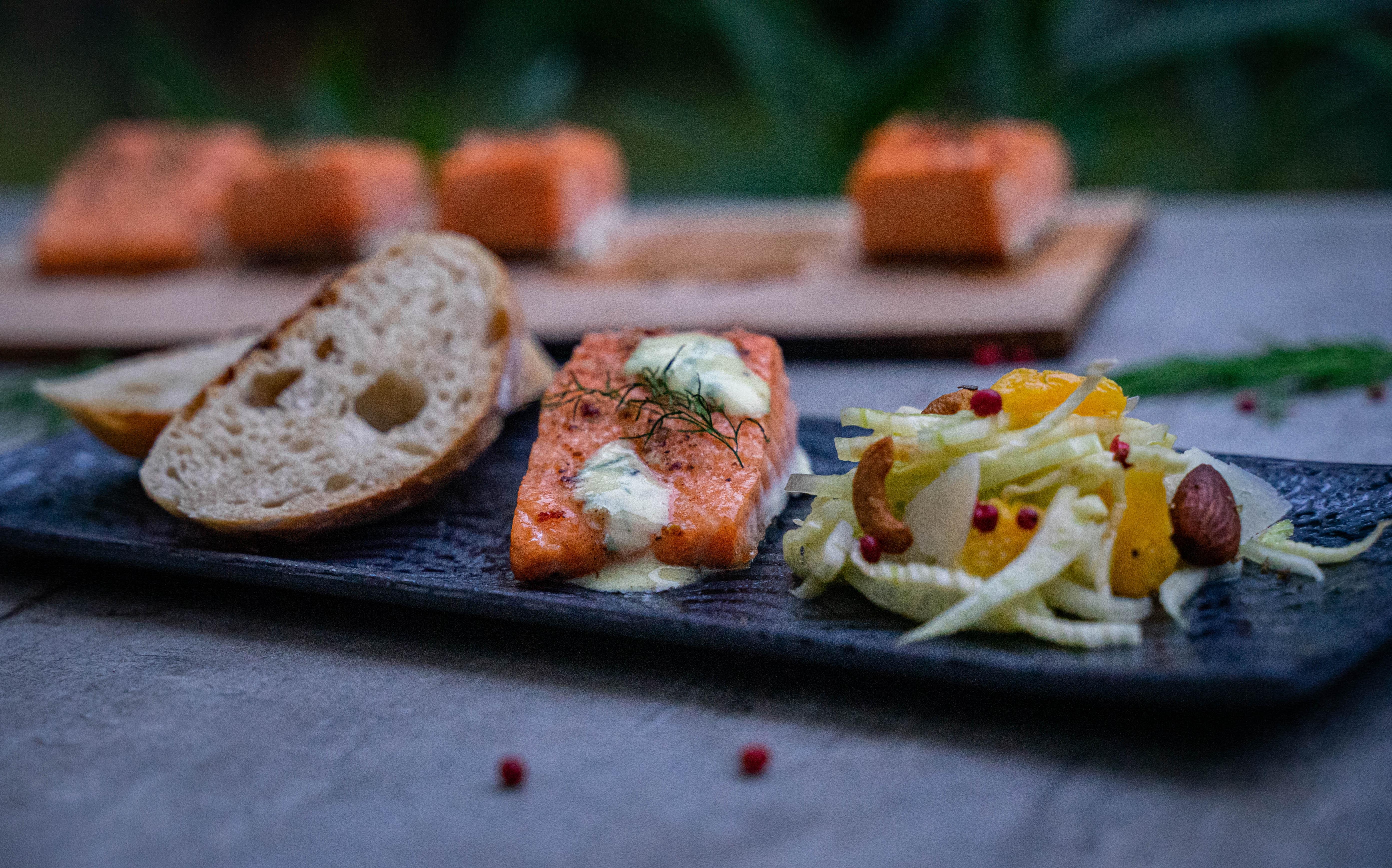 Plankenlachs mit Fenchel-Orangen-Salat