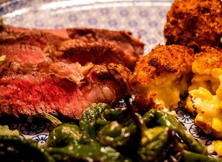 Steak mit Avocado Creme und Mais-Kroketten