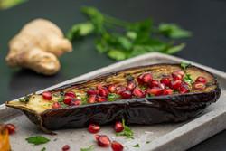 Gegrillte Aubergine mit Granatapfel