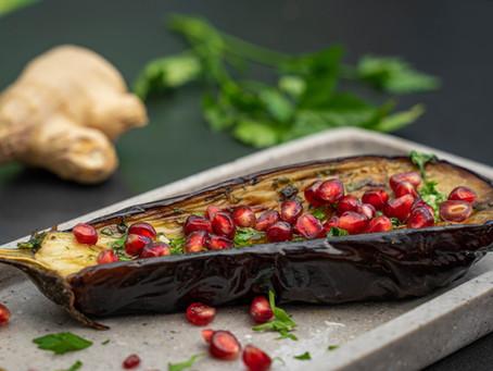Gegrillte Auberginen mit Granatapfel
