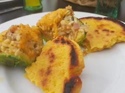 Gefüllte Avocado mit Hähnchenbrust