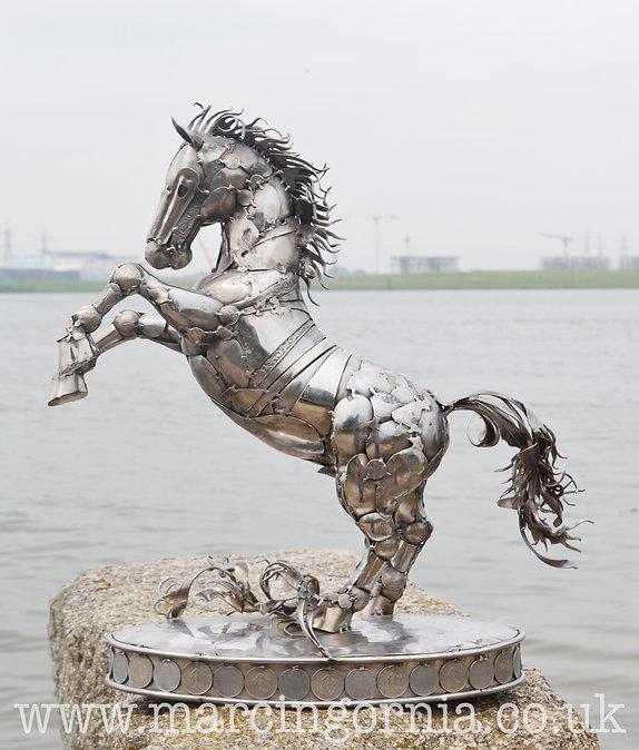 Stainless steel welded horse sculpture by Marcin Gornia