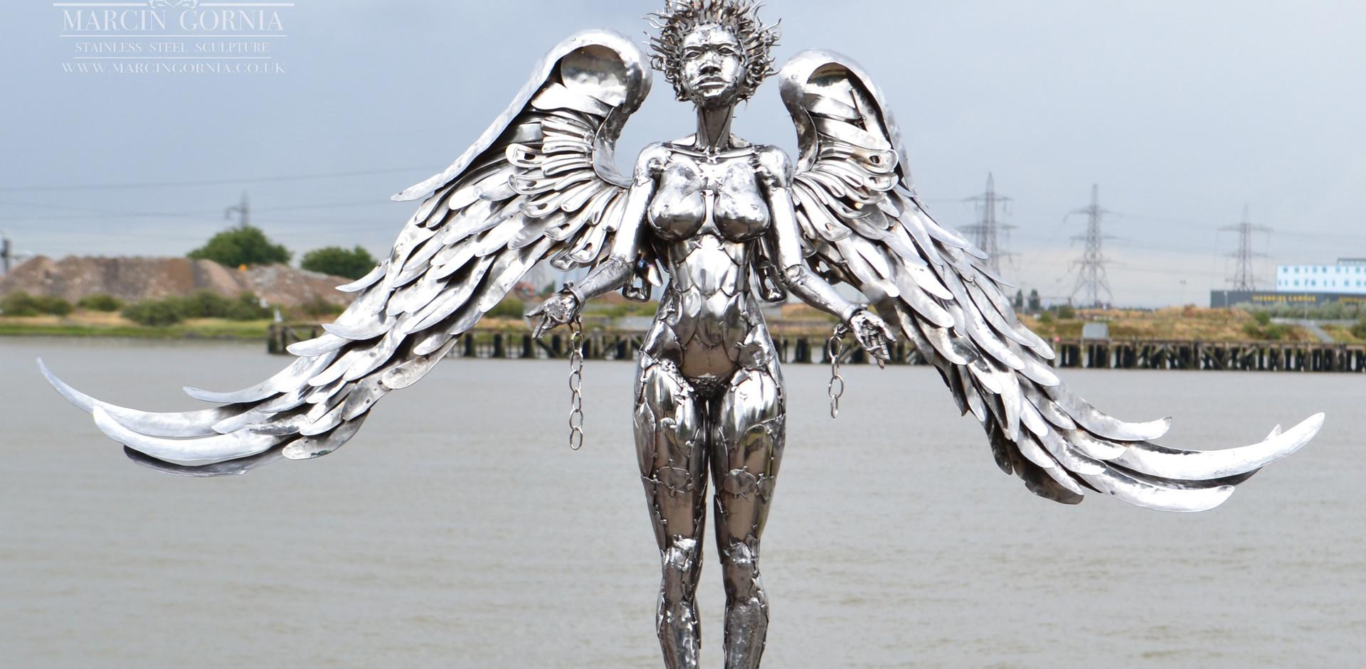 Angel sculpture by Marcin Gornia 1