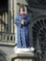Pontmain_(53)_Statue_de_la_Vierge_sur_le