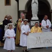 A gauche : l'abbé Morgan
