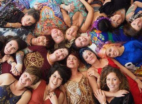 Les Voix du Féminin 40 messagères engagées Collectif dirigé par Yaël Catherinet, Édité par les