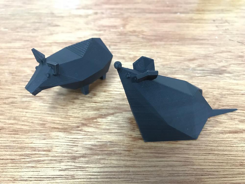稜稜角角的黑色豬與鼠各一隻