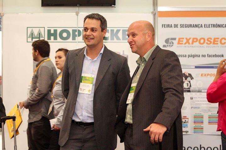 Flávio Porto, presidente da Protecães(à direita da foto)