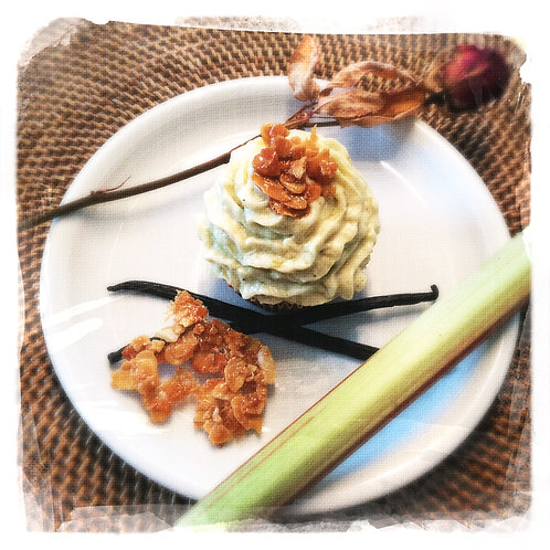 Vanille/Amandes caramélisées/Rhubarbe