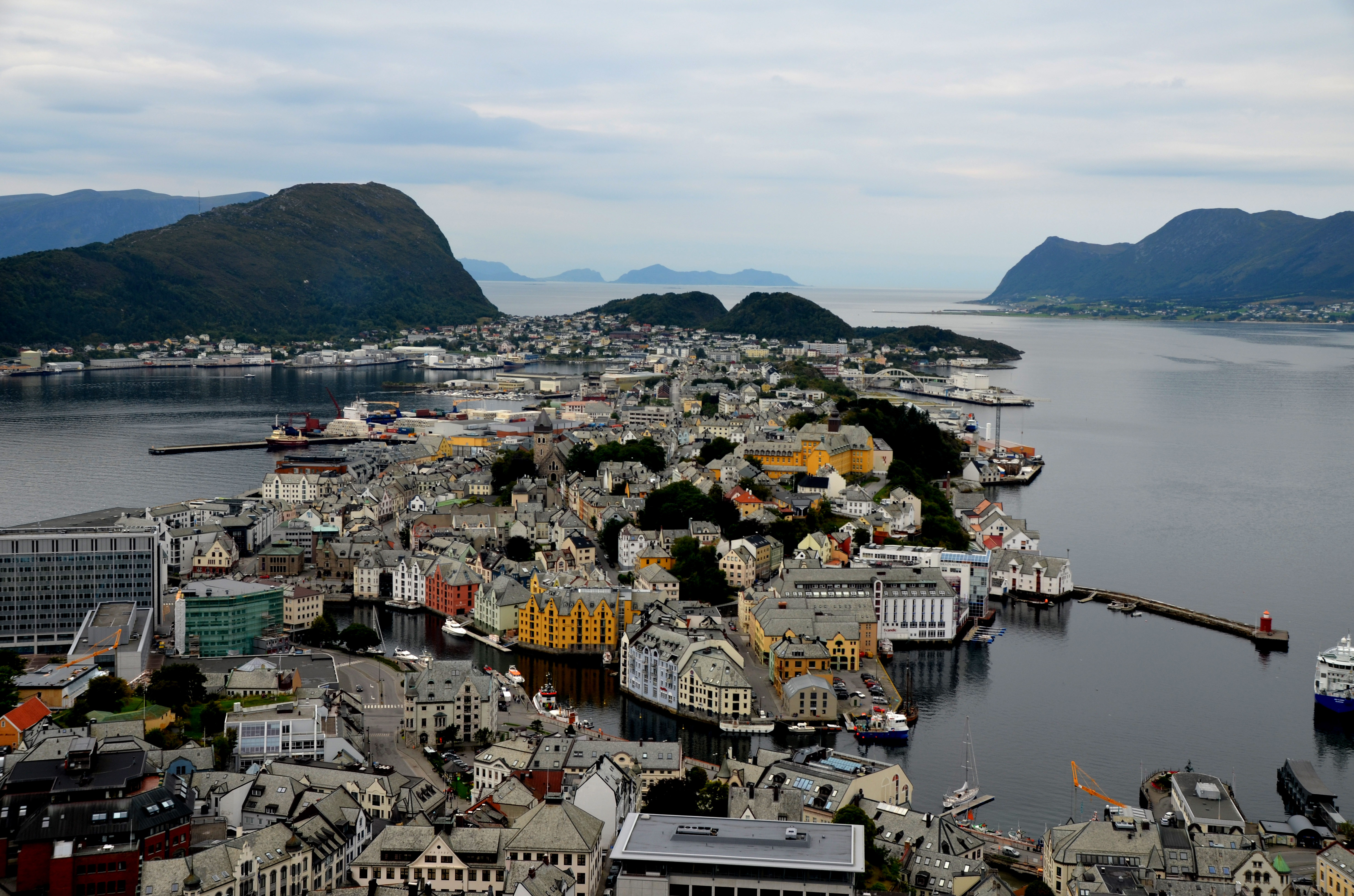 Norway | the painter and the city