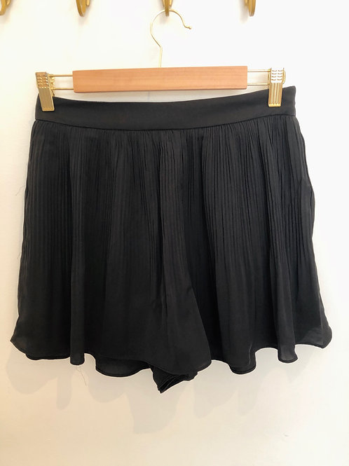 milla. Pleated Shorts (Black)