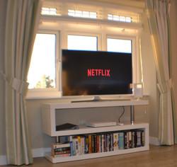Lounge area with Smart TV & NETFLIX