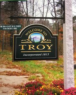 Gold Leaf Town Sign