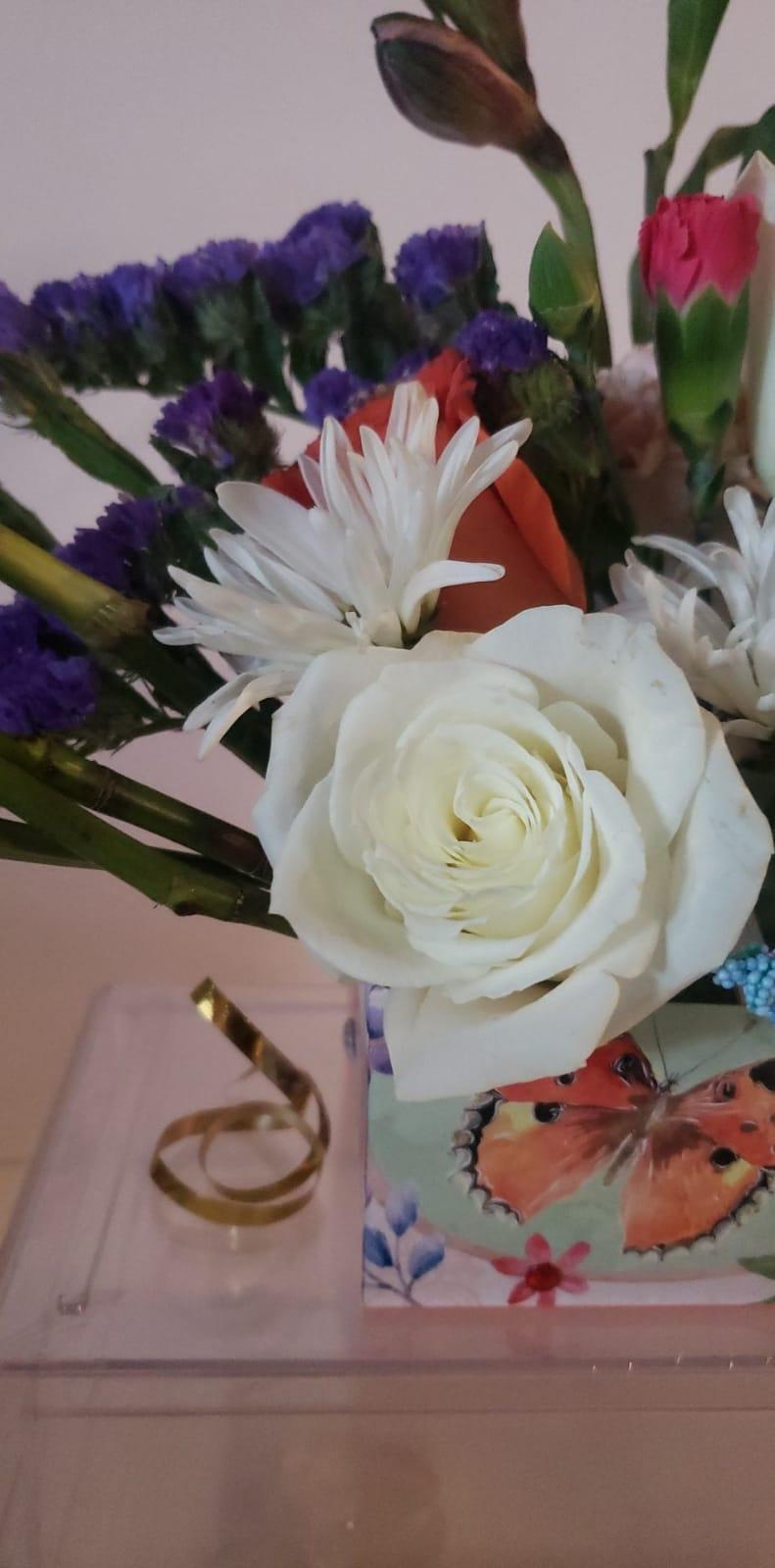 Fresh Flower Bouquet Arrangement
