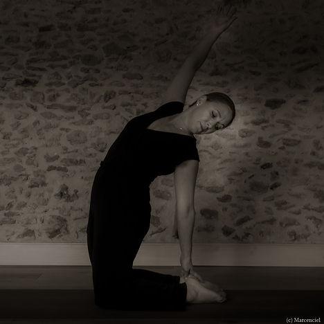 Yoga Lucie - N&B-D-35.jpg