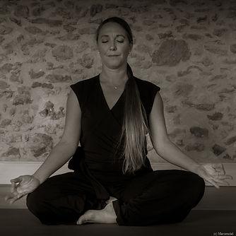 Yoga Lucie - N&B-D-7.jpg