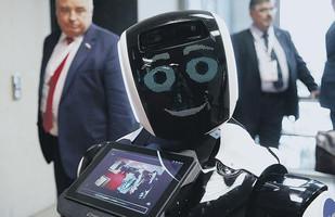 Людина та андроїд