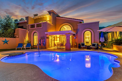 Pointe Tapatio House with a beautiful pool