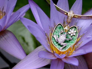 Enamel Frog on Lily Pad