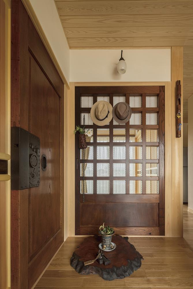 アンティークの蔵戸や古木
