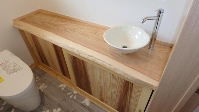 源平の建具と一枚板の手洗カウンター
