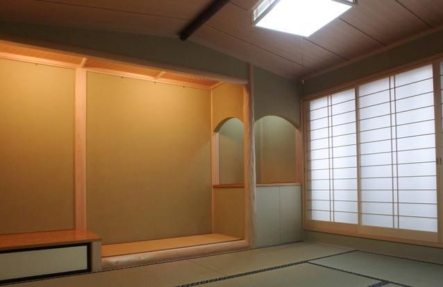 船底天井に琵琶床のある和室。