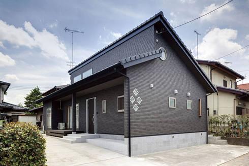 差し掛け屋根が印象的な平屋