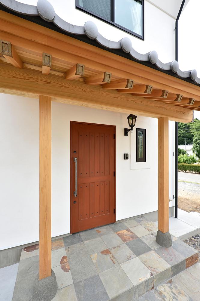 化粧垂木が美しい玄関ポーチ
