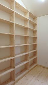 天井ギリギリまで収納できる棚。