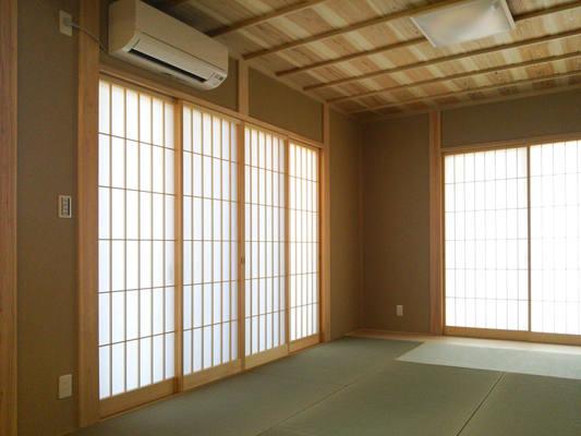 竿縁天井を採用した和室