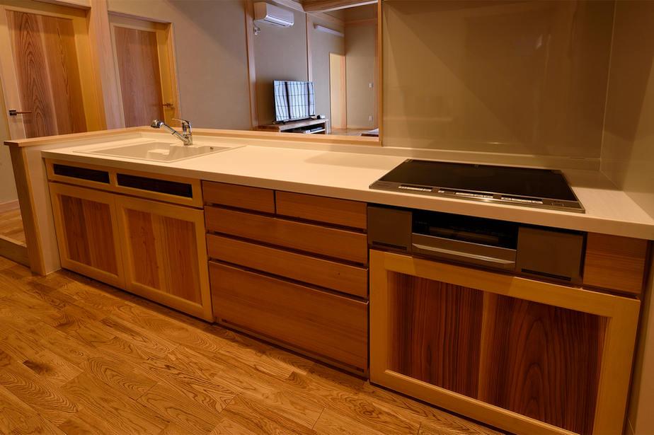 下部収納を全て造作で作ったキッチン