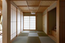 造作建具で仕切れる和室コーナー