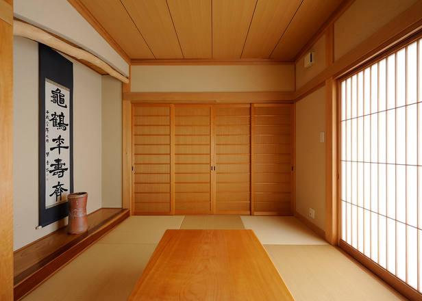目透かし板と舞良戸がマッチした和室。