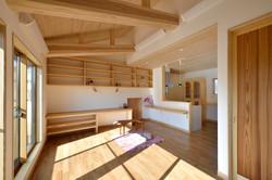 プライベートキッチンと小屋裏収納を兼ね備えた居室