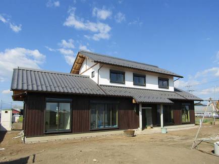 むくり屋根の和風二階建て