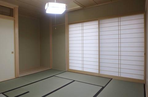 茶道ができる和室。 (よくご覧いただくと、畳の一部が取り外し可能になっているのがご覧いただけます。)