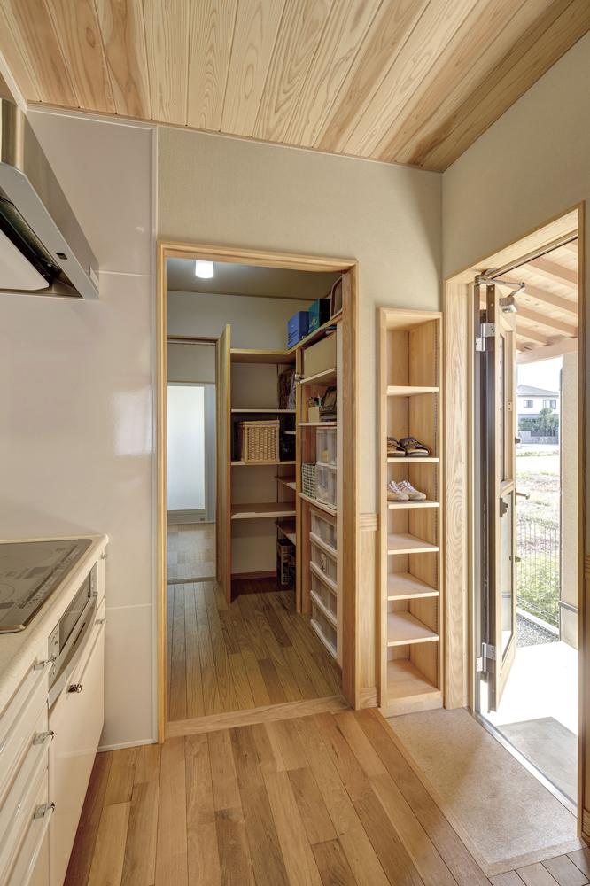 キッチン~パントリー~洗面脱衣室