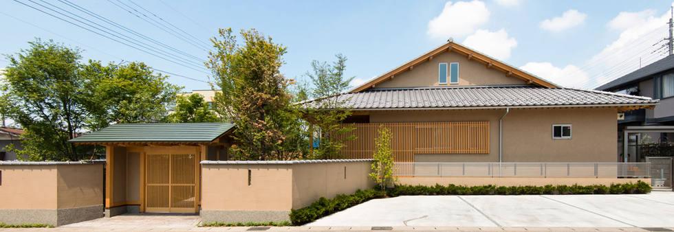 純和風の平屋と数寄屋門