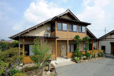 大屋根と広い土間が便利な二階建て