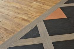 無垢の床板×タイルの異色コラボレーション