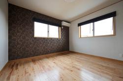 無垢板を使ったシンプルな洋室