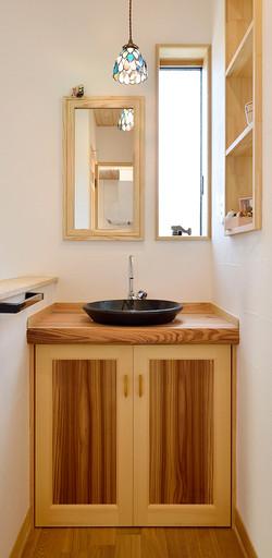 造作のかわいらしい洗面台