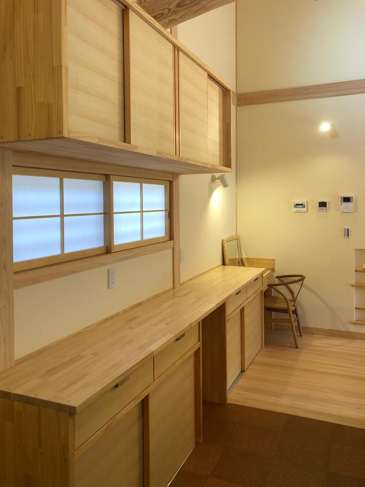キッチン背面収納(食器棚)