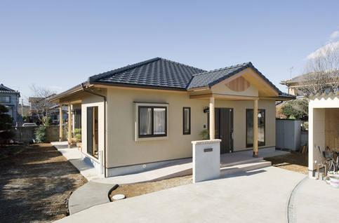 屋根の形状が特殊な平屋