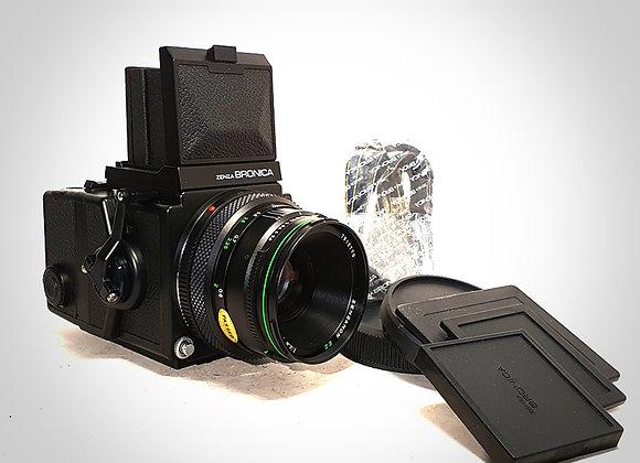 BRONICA ETRS WITH 75MM F2.8 ZENZANON E II LENS & 120 FILM BACK. NEAR MINT-